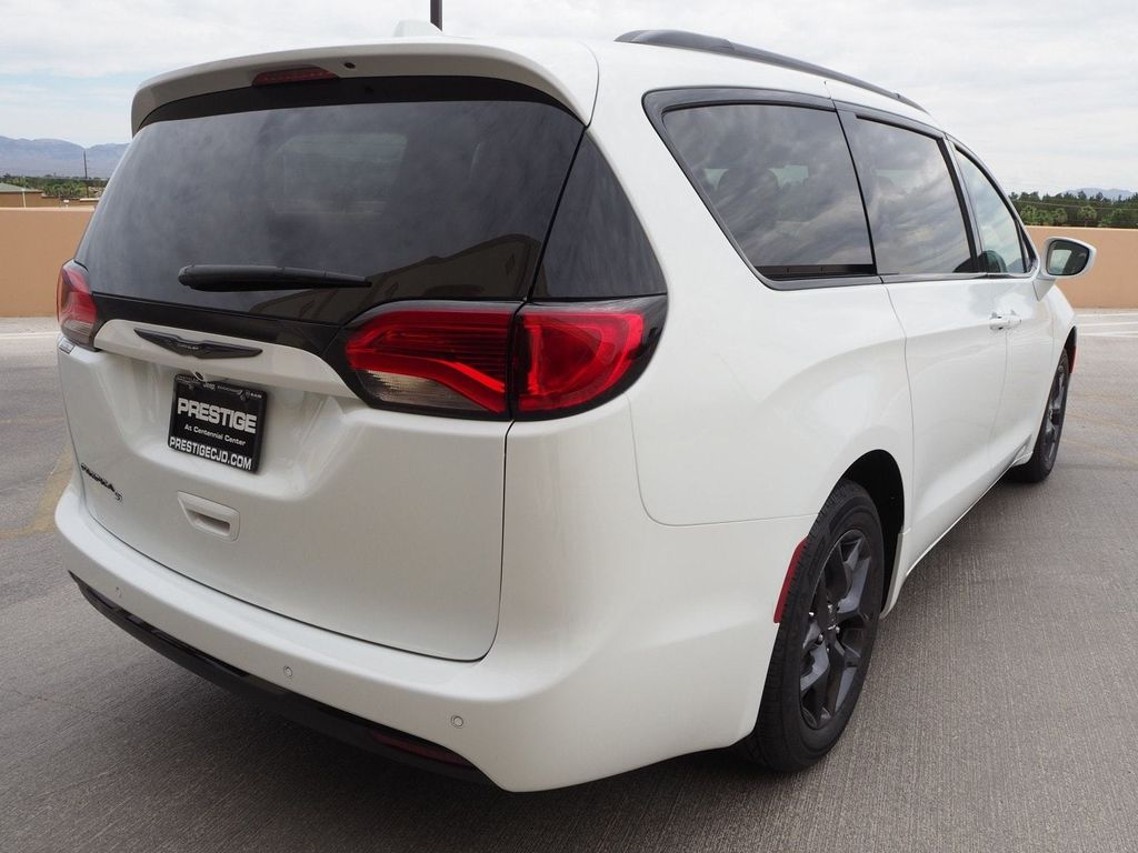 2018 Chrysler Pacifica Touring Plus FWD - 17731871 - 3