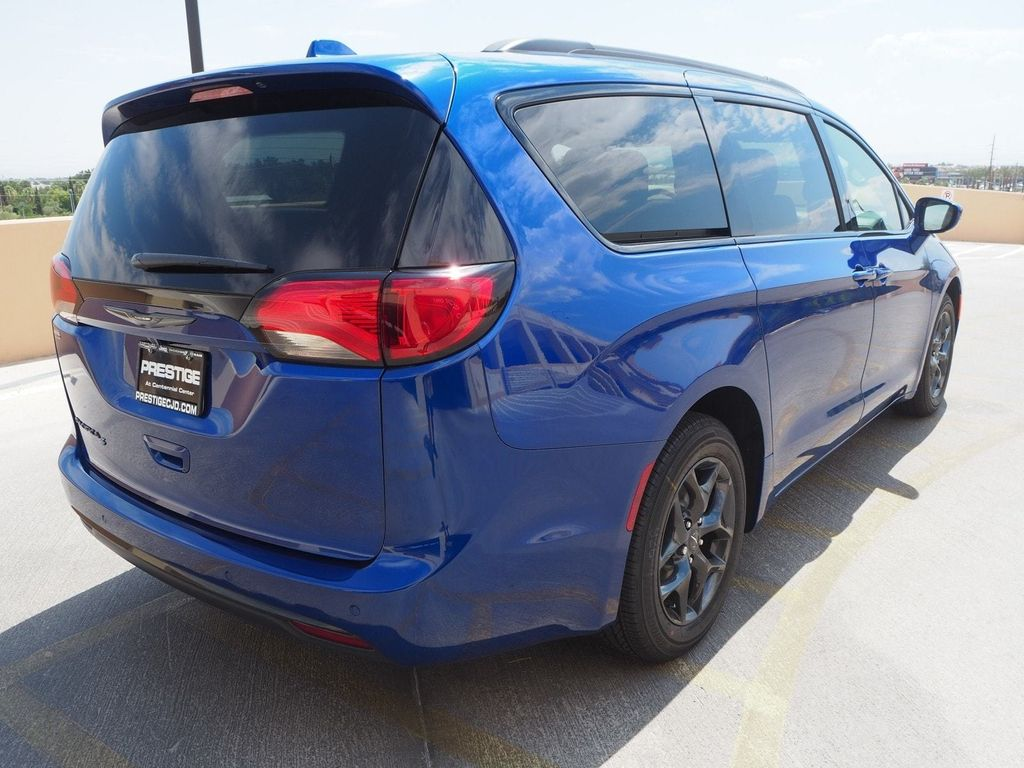 2018 Chrysler Pacifica Touring Plus FWD - 17775735 - 3