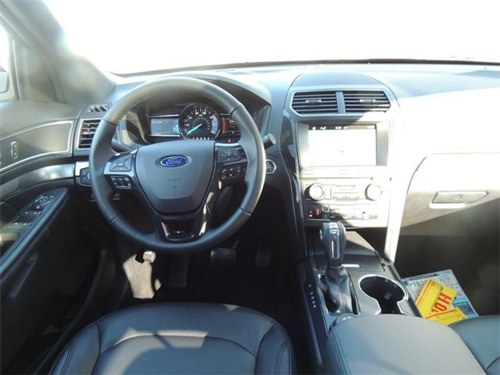 2018 Ford Explorer XLT 4WD - 17315122 - 24
