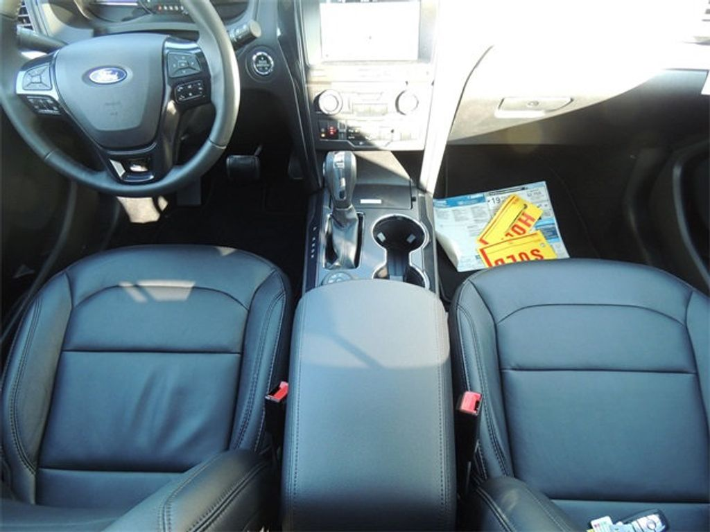 2018 Ford Explorer XLT 4WD - 17315122 - 25