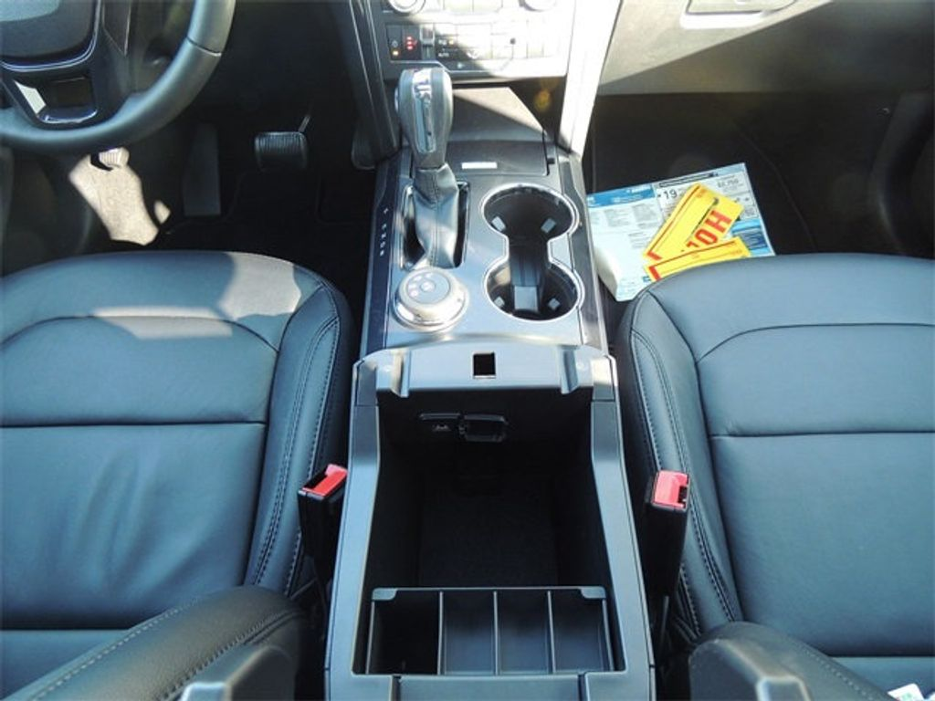 2018 Ford Explorer XLT 4WD - 17315122 - 26