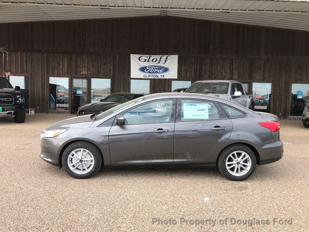 2018 Ford Focus SE Sedan - 17337791 - 0