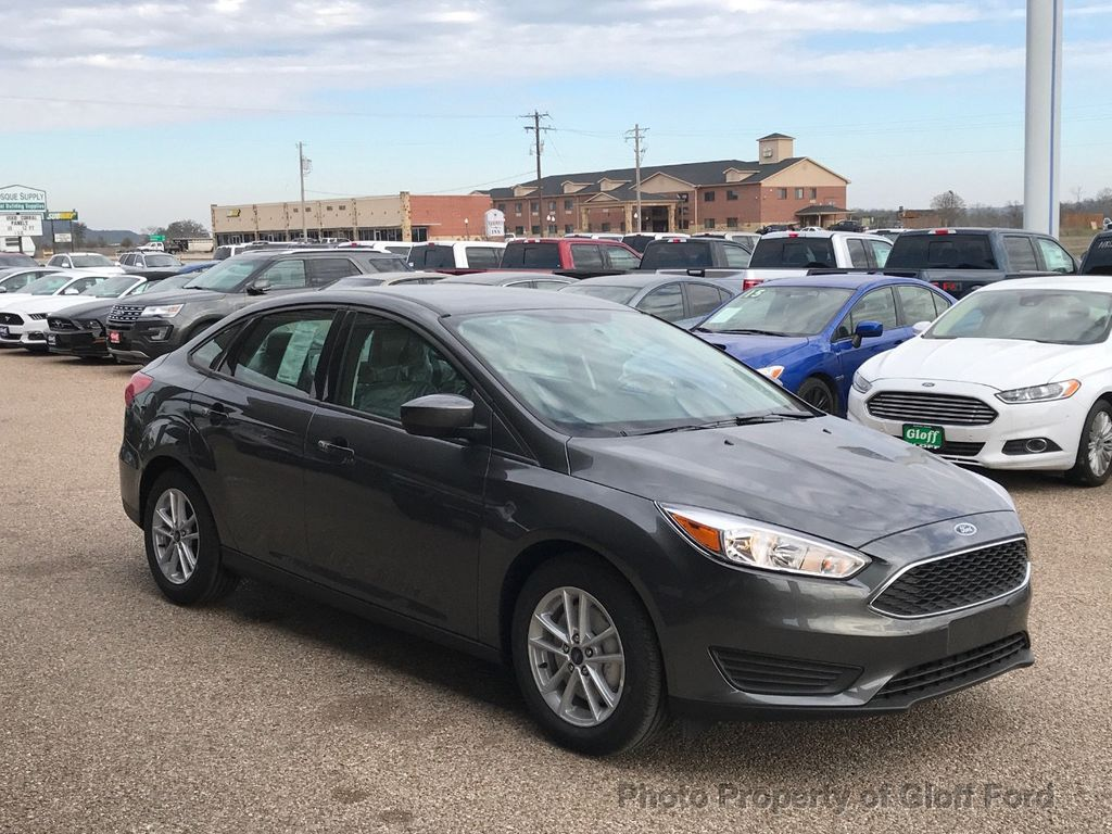 2018 Ford Focus SE Sedan - 17337791 - 3