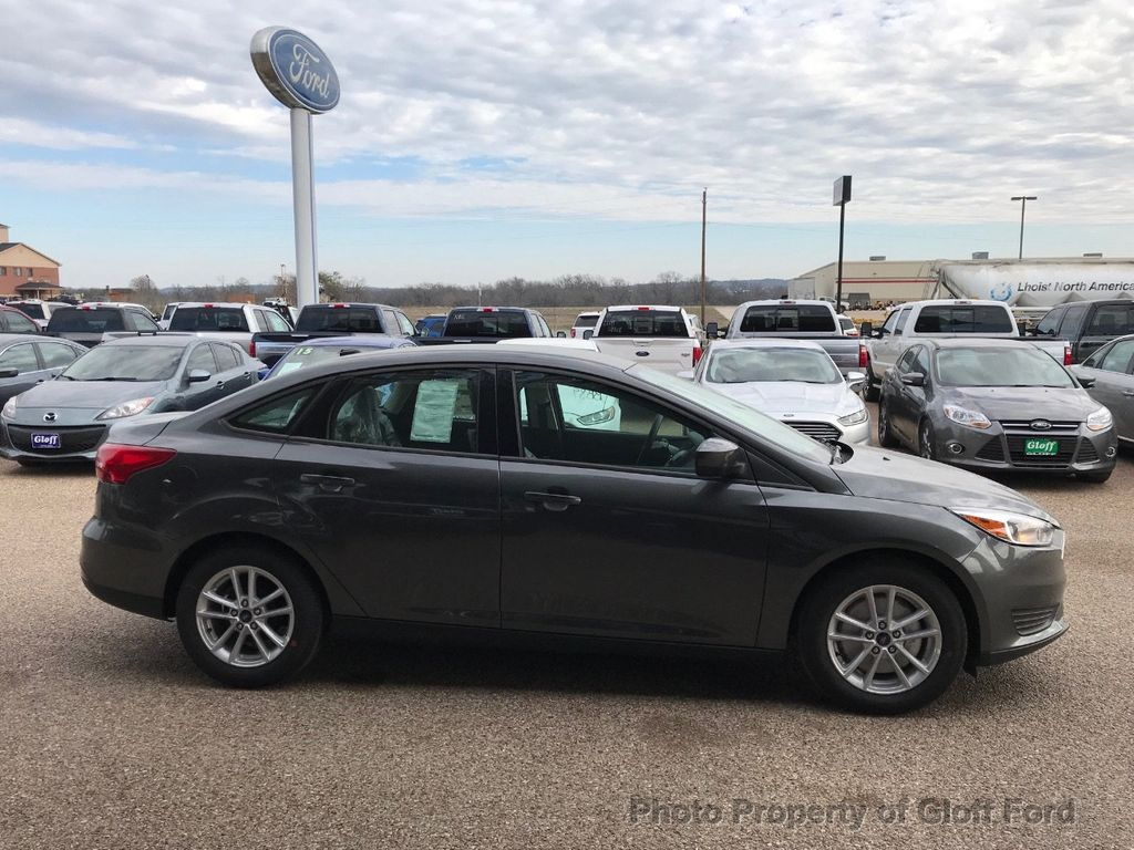 2018 Ford Focus SE Sedan - 17337791 - 4