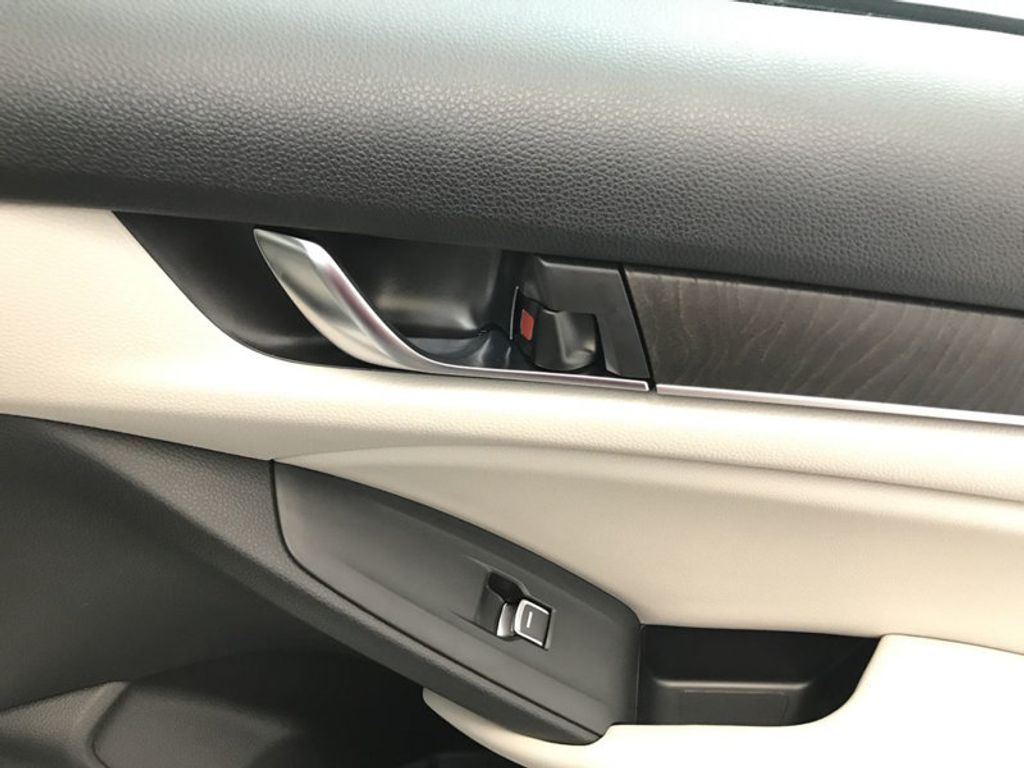 2018 Honda Accord Sedan EX-L CVT - 17776171 - 25