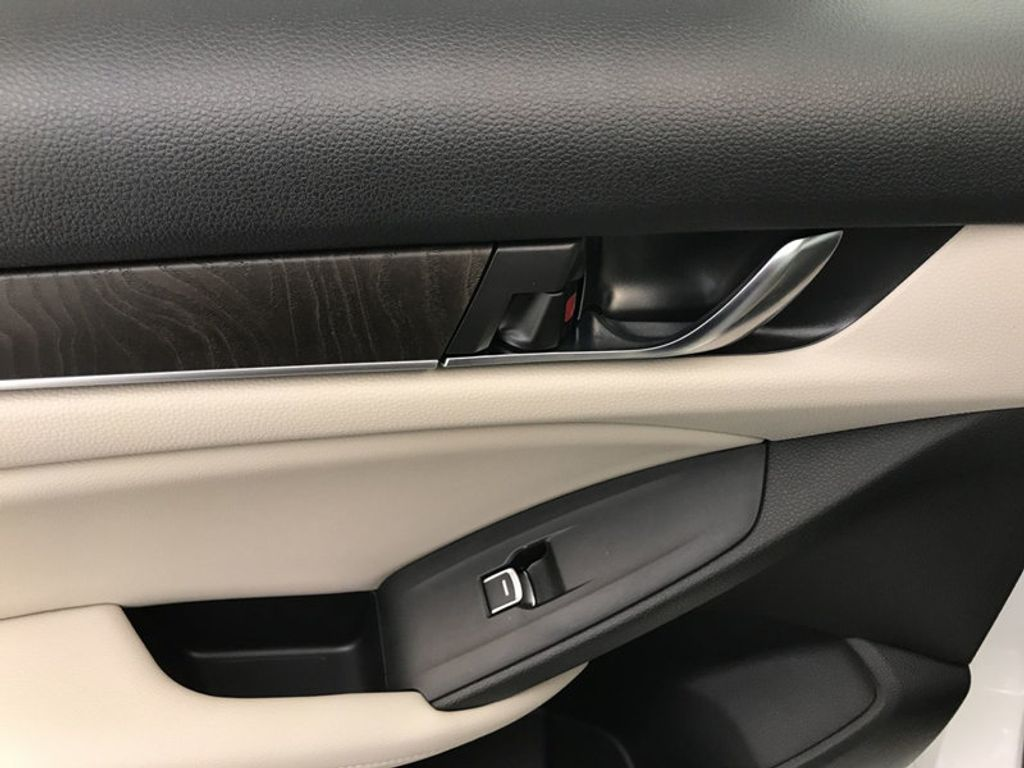 2018 Honda Accord Sedan EX-L Navi CVT - 17576071 - 22