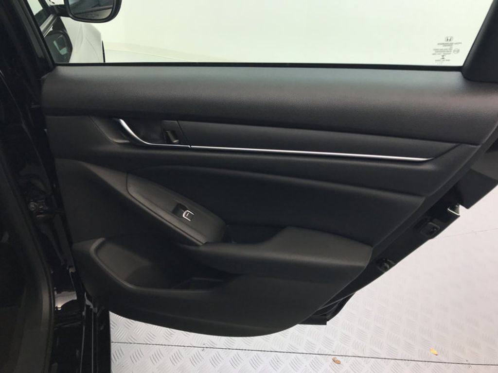 2018 Honda Accord Sedan LX CVT - 17079349 - 24