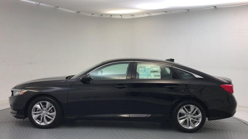 2018 Honda Accord Sedan LX CVT - 17079349 - 4