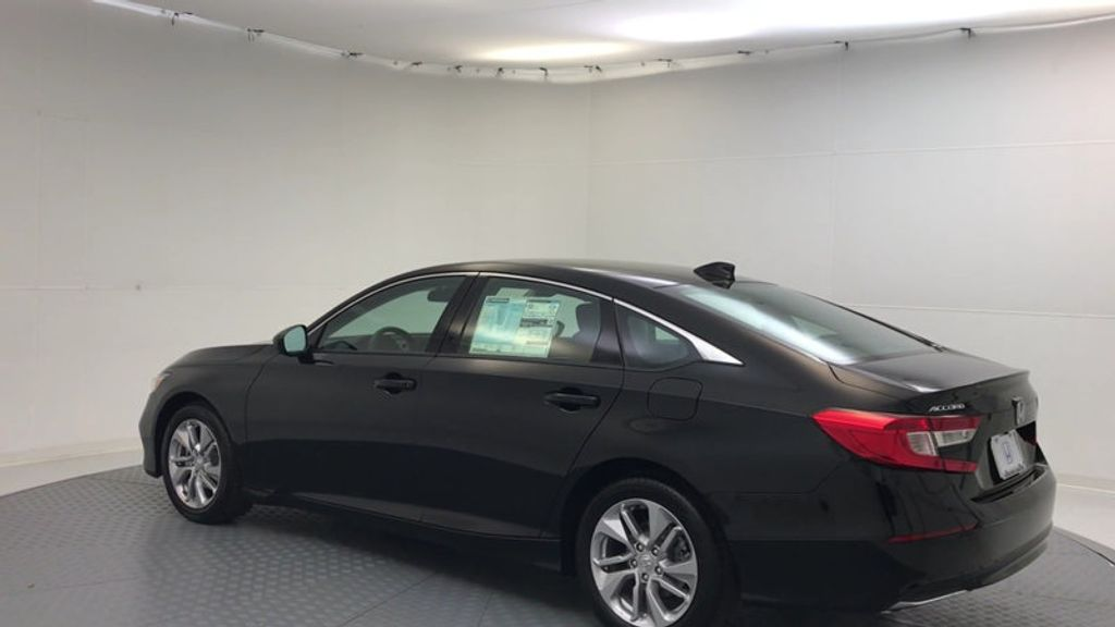 2018 Honda Accord Sedan LX CVT - 17079349 - 5