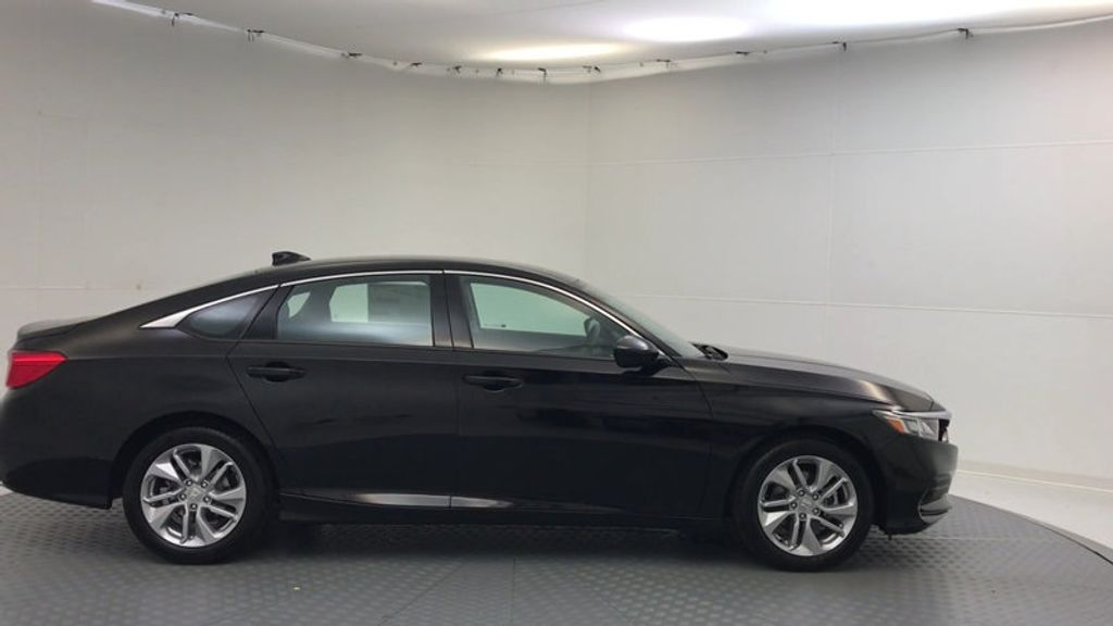 2018 Honda Accord Sedan LX CVT - 17079349 - 8