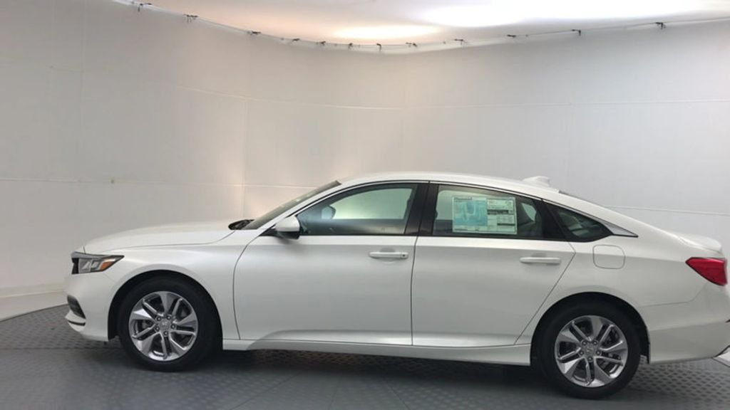 2018 Honda Accord Sedan LX CVT - 17138241 - 4