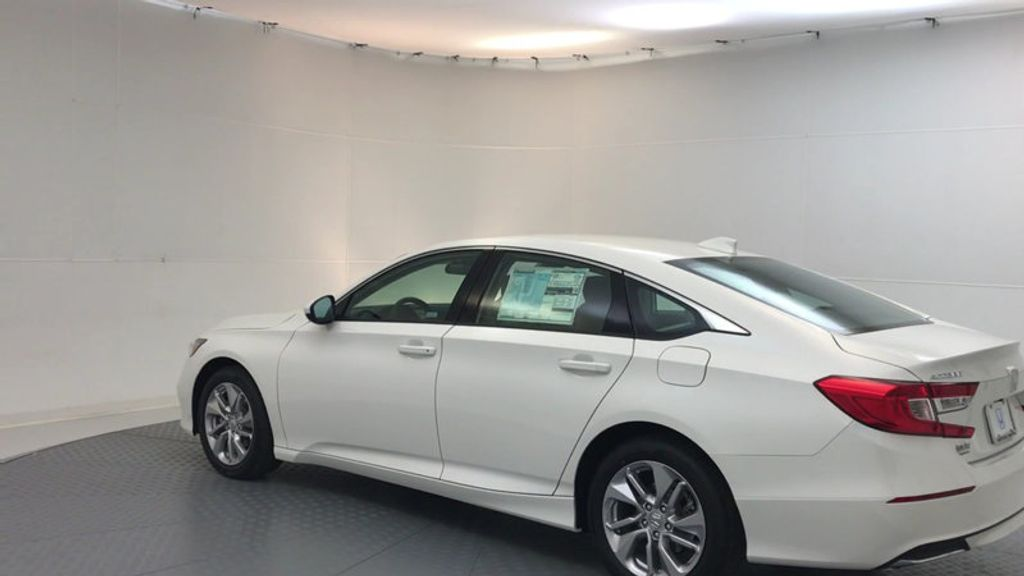 2018 Honda Accord Sedan LX CVT - 17138241 - 5