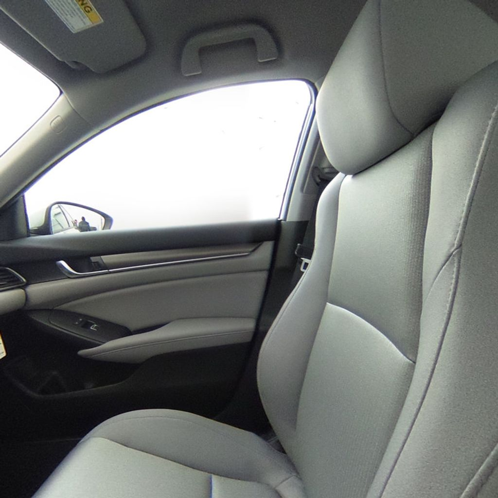 2018 Honda Accord Sedan LX CVT - 17261875 - 34