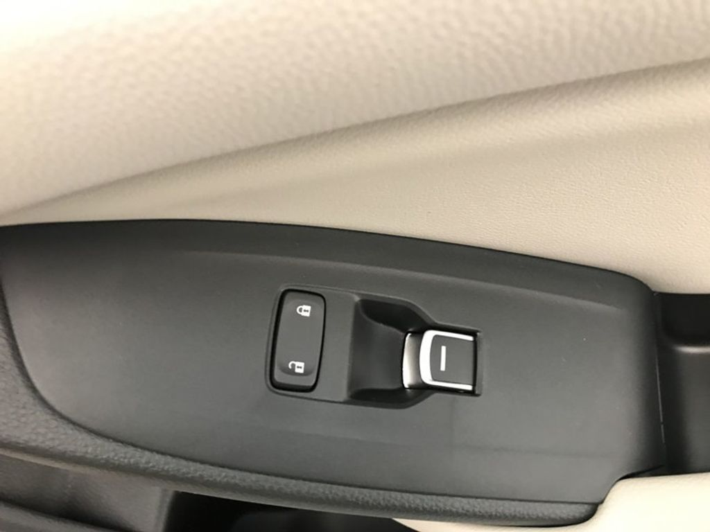 2018 Honda Accord Sedan LX CVT - 17415171 - 28