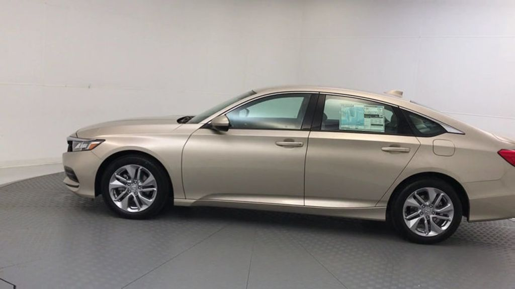 2018 Honda Accord Sedan LX CVT - 17415171 - 4