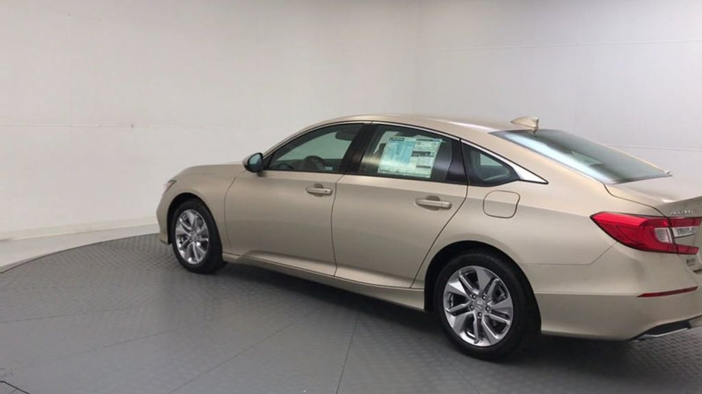2018 Honda Accord Sedan LX CVT - 17415171 - 5