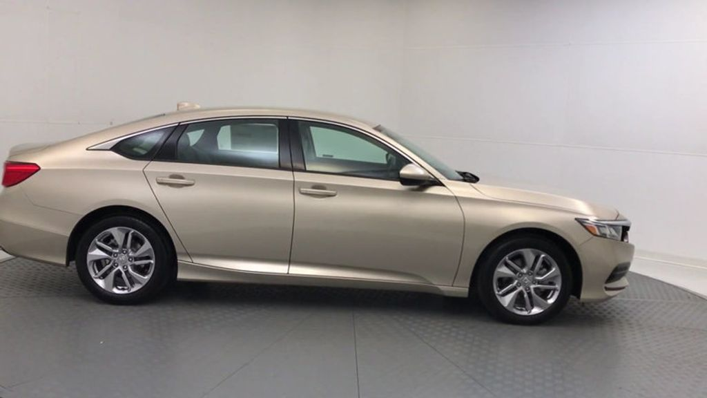 2018 Honda Accord Sedan LX CVT - 17415171 - 8