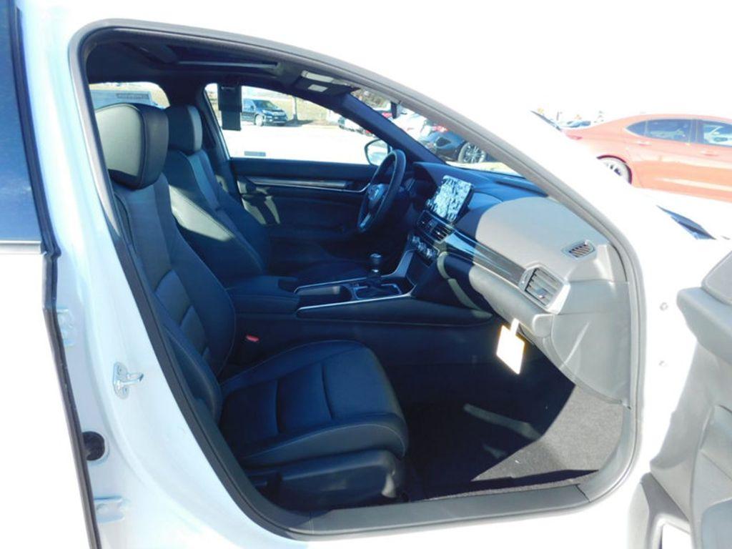 2018 Honda Accord Sedan Sport 2.0T Manual - 18294152 - 3