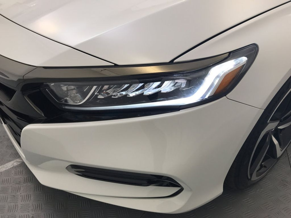 2018 Honda Accord Sedan Sport 2.0T Manual - 17237787 - 9