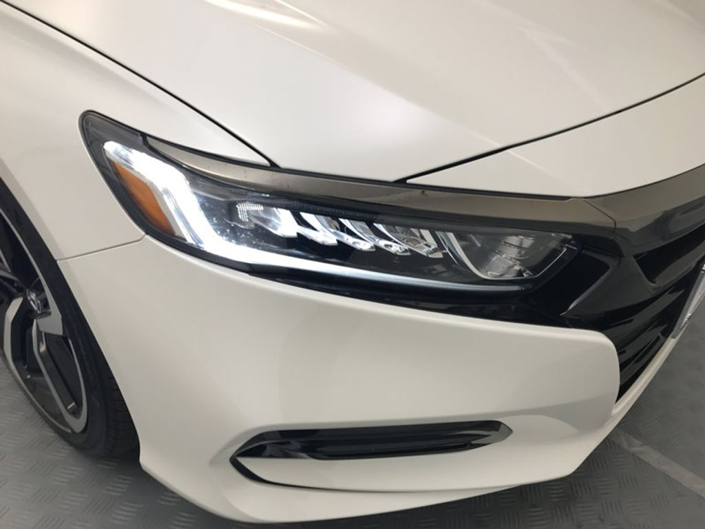 2018 Honda Accord Sedan Sport 2.0T Manual - 17237787 - 14