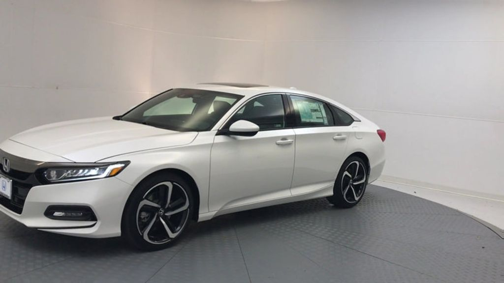 2018 Honda Accord Sedan Sport 2.0T Manual - 17237787 - 3