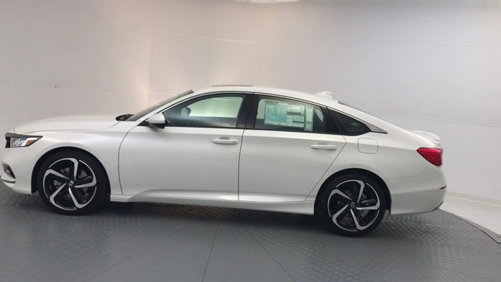 2018 Honda Accord Sedan Sport 2.0T Manual - 17237787 - 4