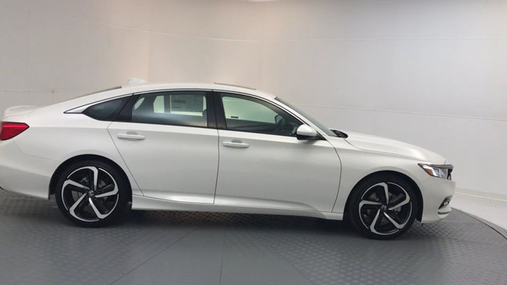 2018 Honda Accord Sedan Sport 2.0T Manual - 17237787 - 8