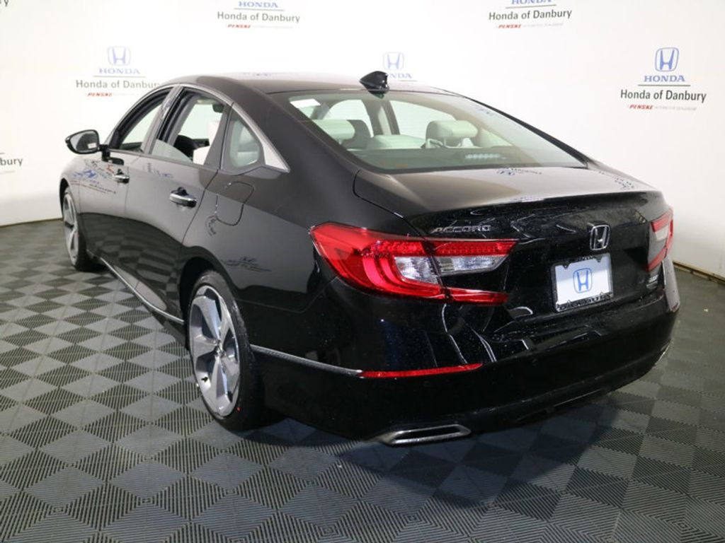 2018 Honda Accord Sedan Touring 2.0T Automatic - 17602521 - 4
