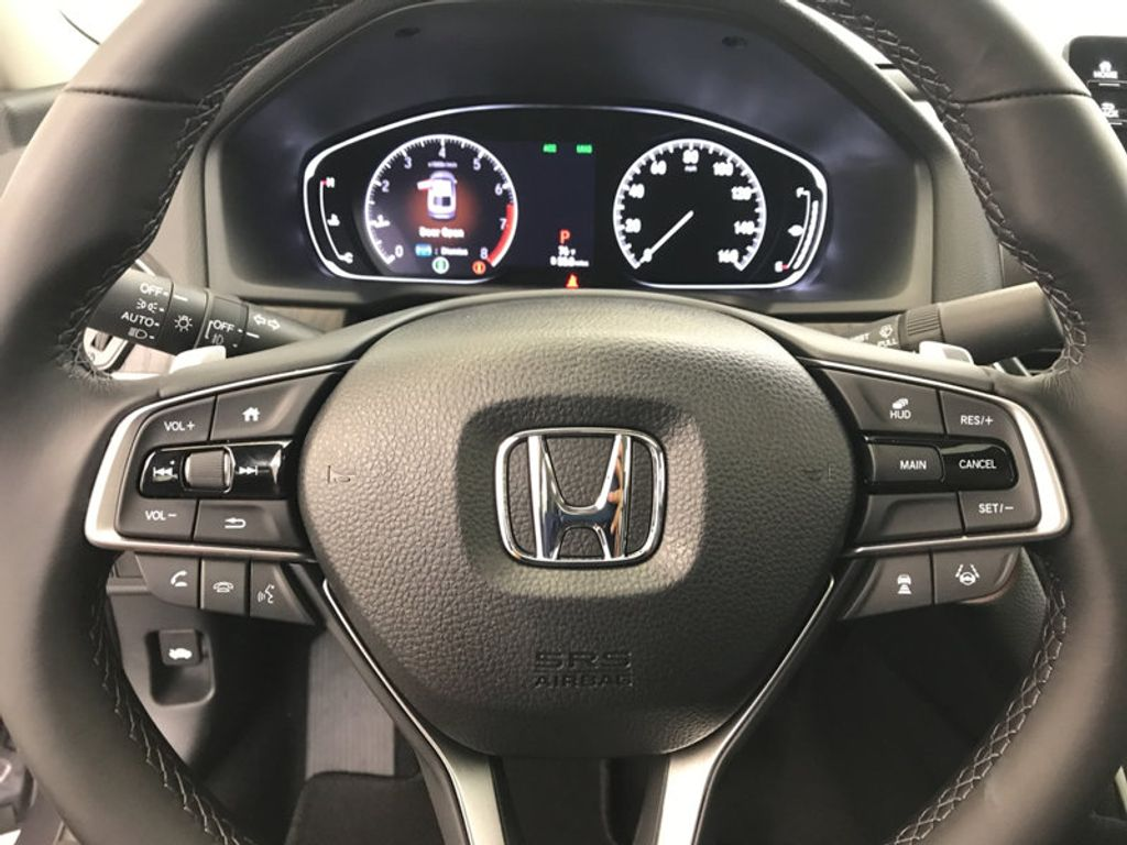 2018 Honda Accord Sedan Touring CVT - 16990151 - 32