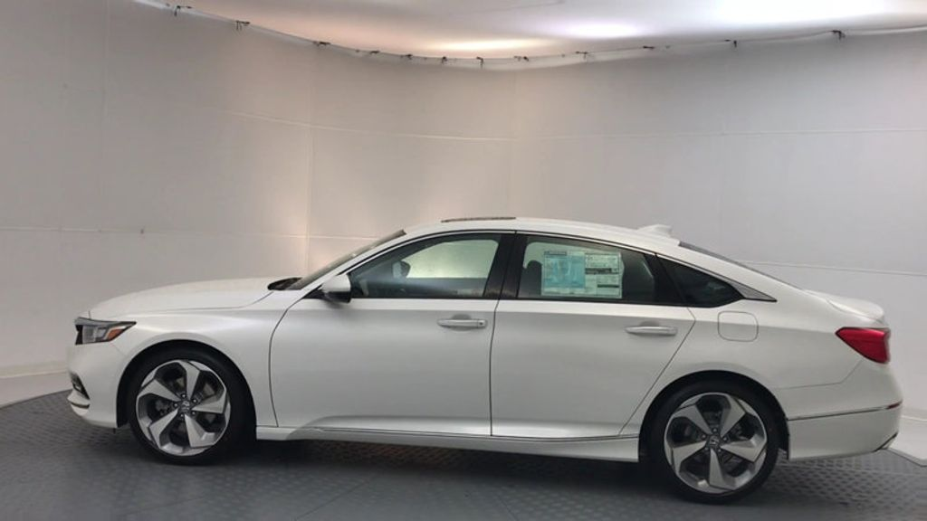 2018 Honda Accord Sedan Touring CVT - 17113813 - 4