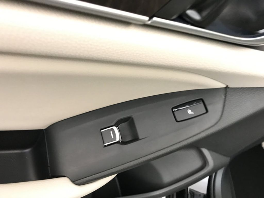 2018 Honda Accord Sedan Touring CVT - 17186557 - 22