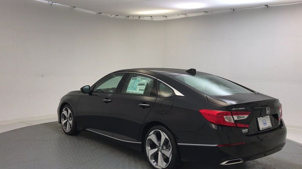 2018 Honda Accord Sedan Touring CVT - 17186557 - 5