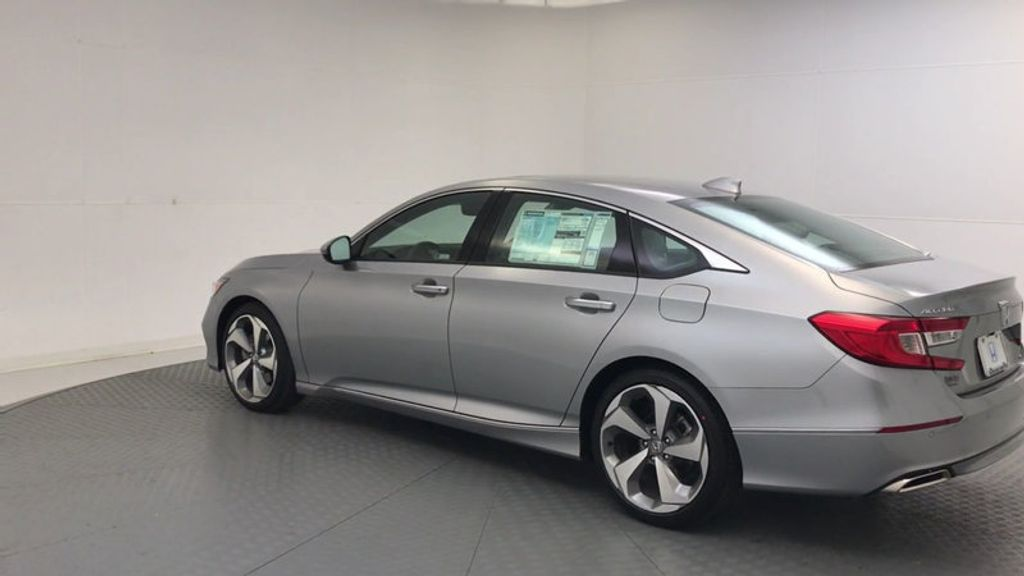 2018 Honda Accord Sedan Touring CVT - 17532732 - 5