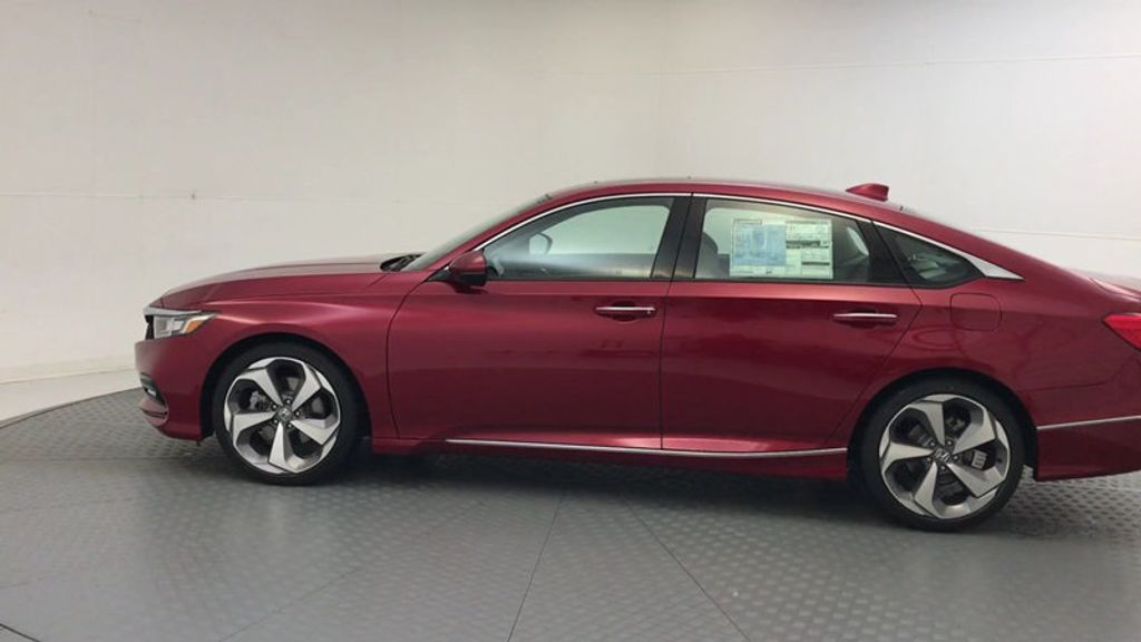 2018 Honda Accord Sedan Touring CVT - 17791931 - 4