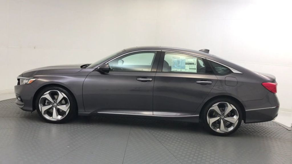 2018 Honda Accord Sedan Touring CVT - 17805378 - 4