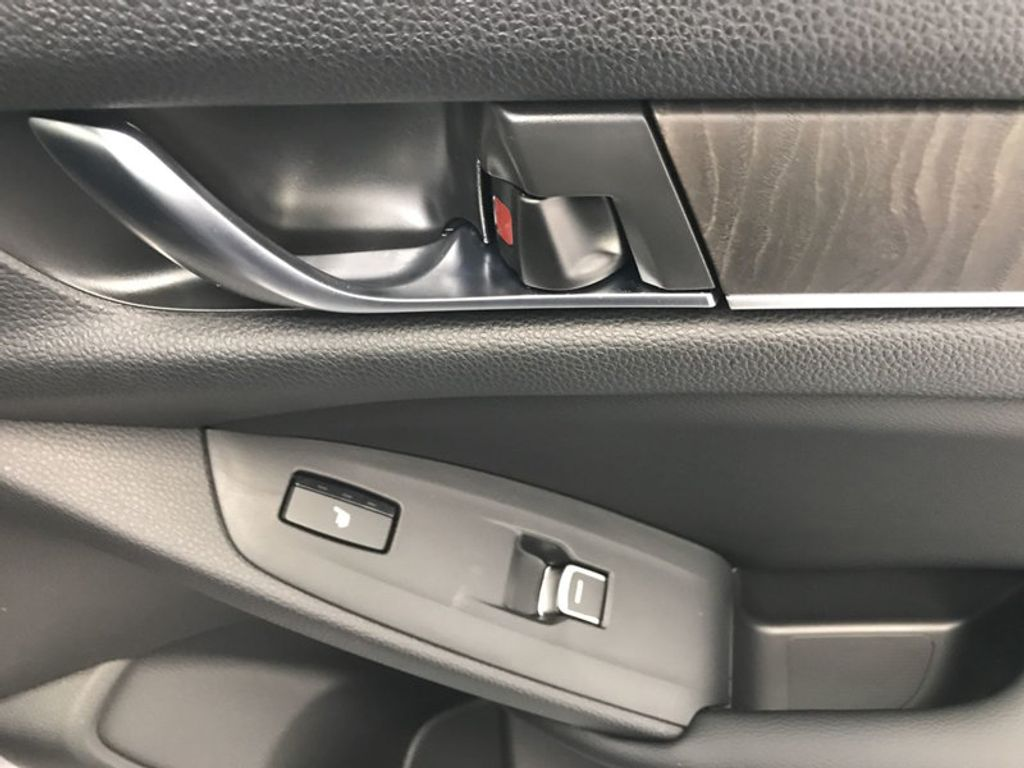 2018 Honda Accord Sedan Touring CVT - 18031136 - 25