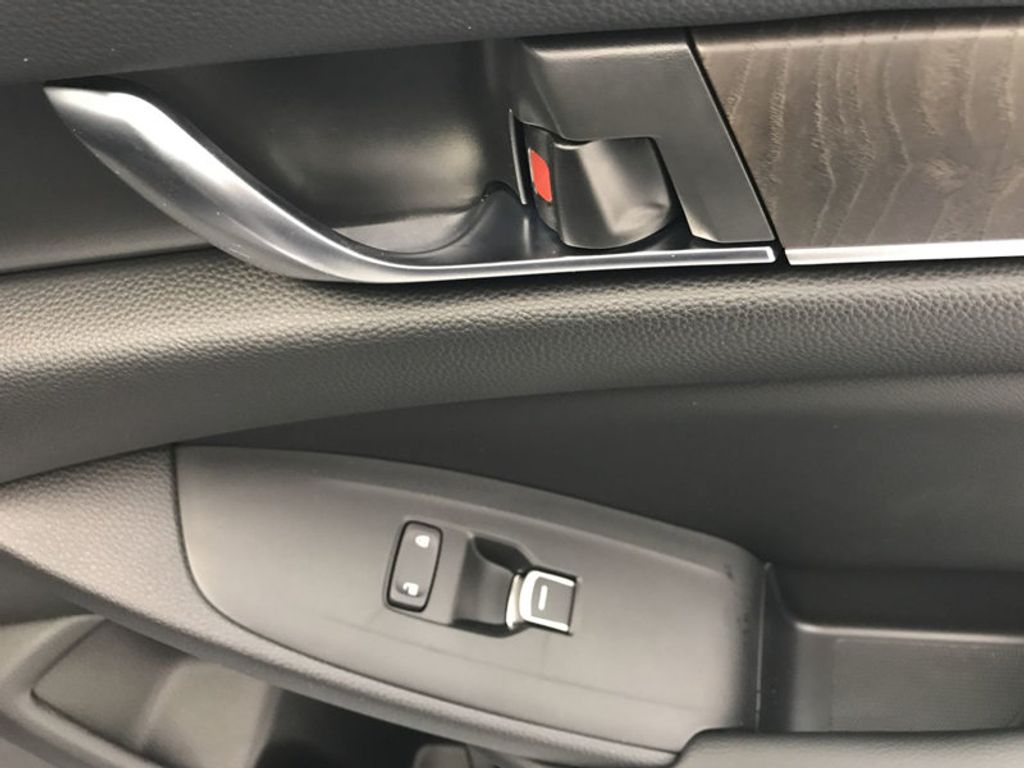 2018 Honda Accord Sedan Touring CVT - 18031136 - 28