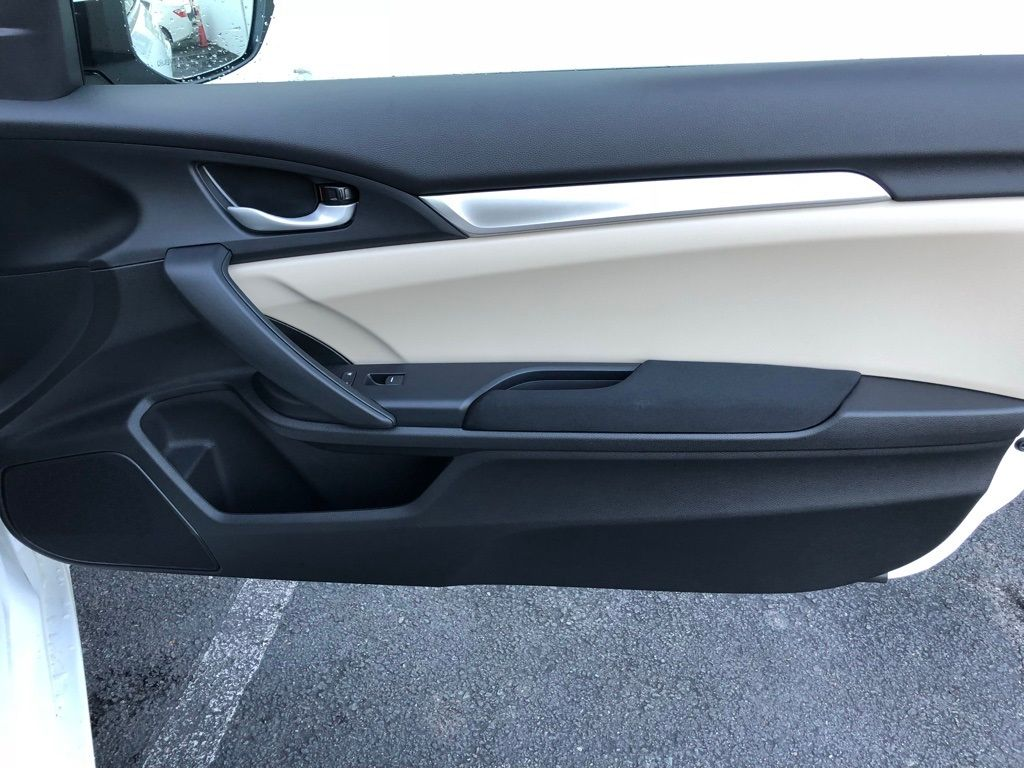 2018 Honda Civic Coupe LX CVT - 18150170 - 29