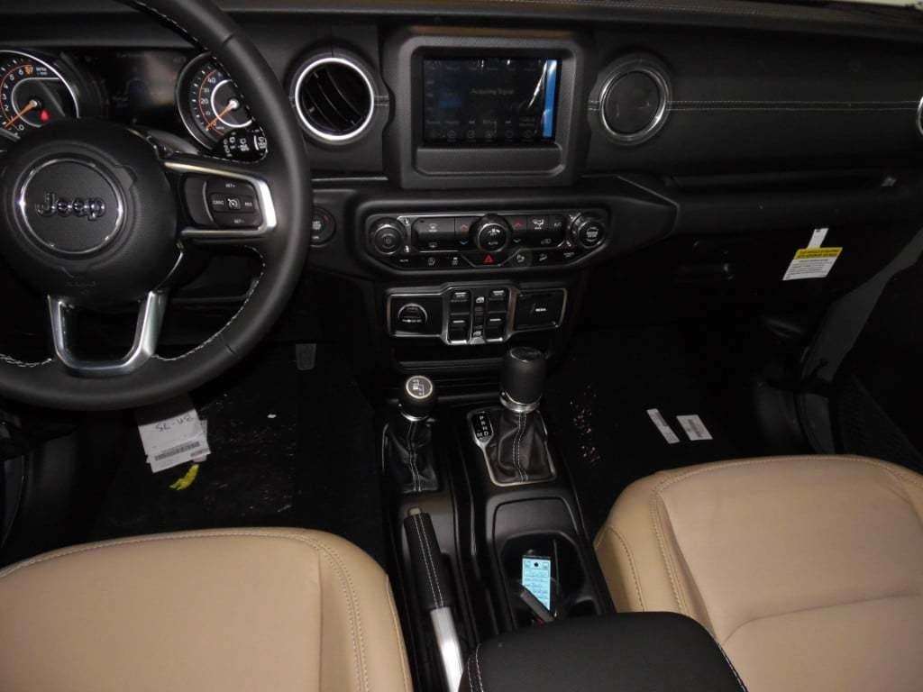 2018 Jeep Wrangler Unlimited Sahara 4x4 - 18033958 - 15