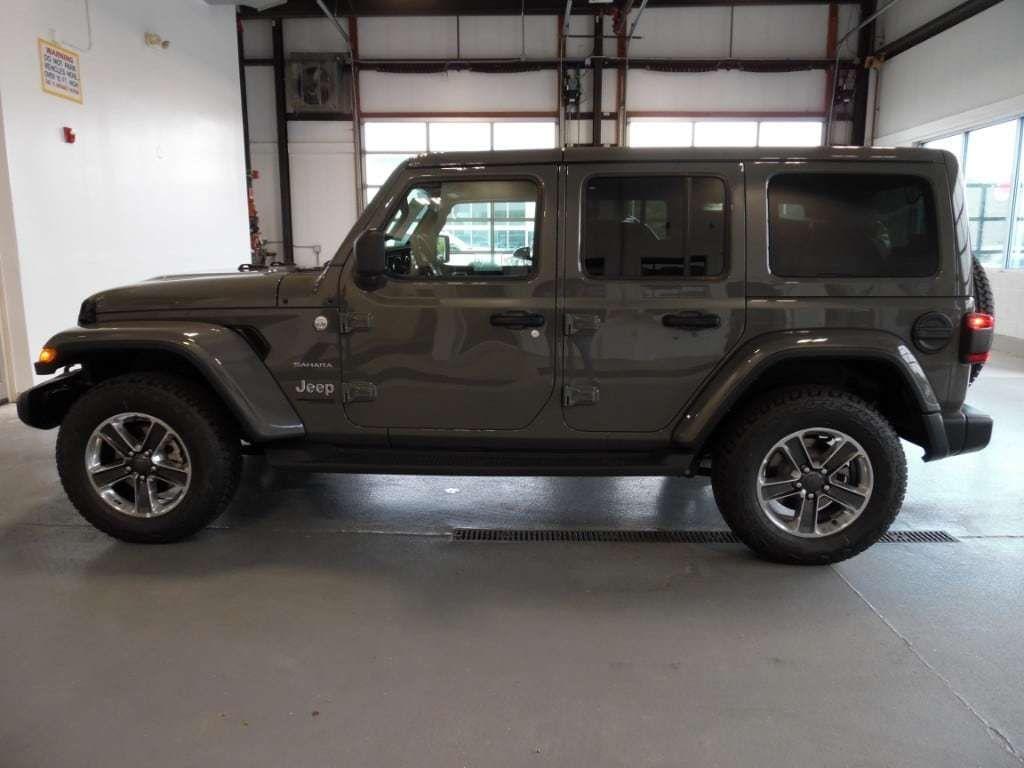 2018 Jeep Wrangler Unlimited Sahara 4x4 - 18033958 - 4