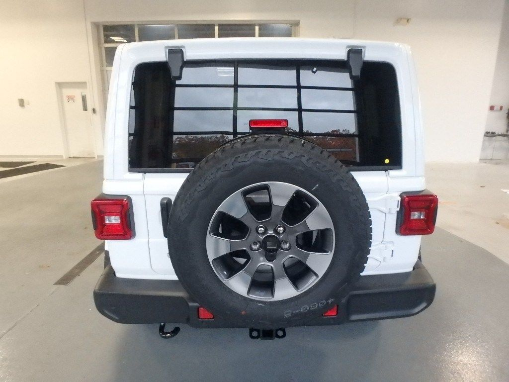 2018 Jeep Wrangler Unlimited Sahara 4x4 - 18705294 - 6
