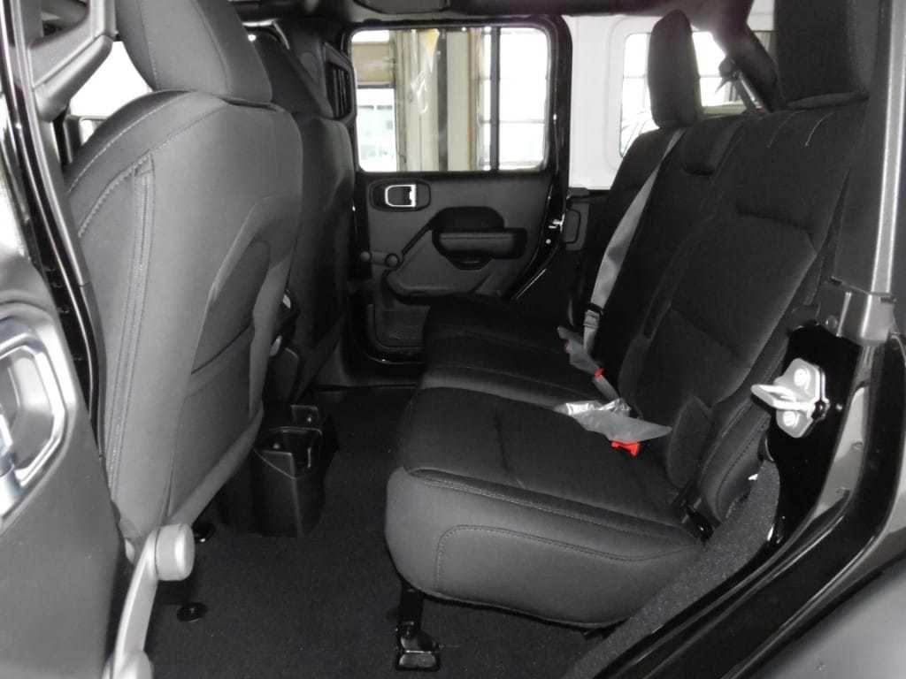 2018 Jeep Wrangler Unlimited Sport 4x4 - 18026925 - 0