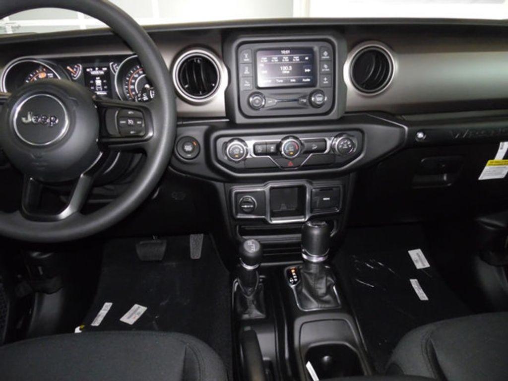2018 Jeep Wrangler Unlimited Sport 4x4 - 18026925 - 17