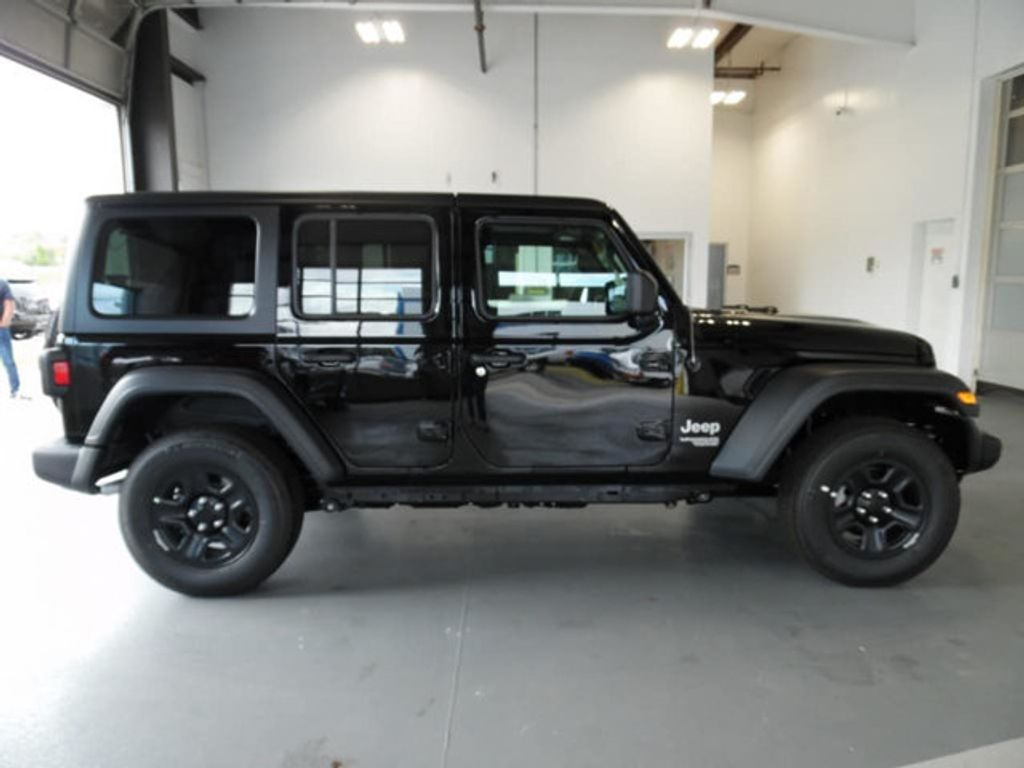 2018 Jeep Wrangler Unlimited Sport 4x4 - 18026925 - 8