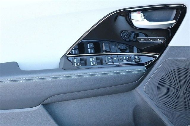 2018 Kia Niro Plug In Hybrid EX FWD   17724304   7
