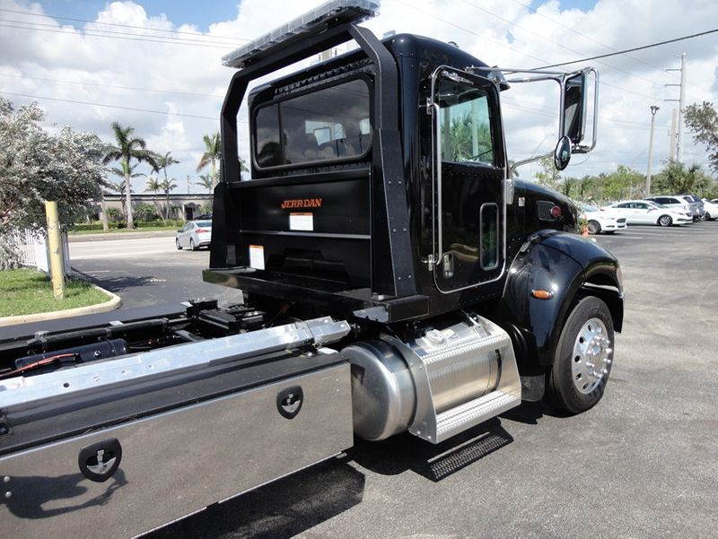 2018 Peterbilt 337 ..AIR BRAKE..AIR RIDE SUS..22SRR6T-W-LP (LCG) ROLLBACK - 16917813 - 24