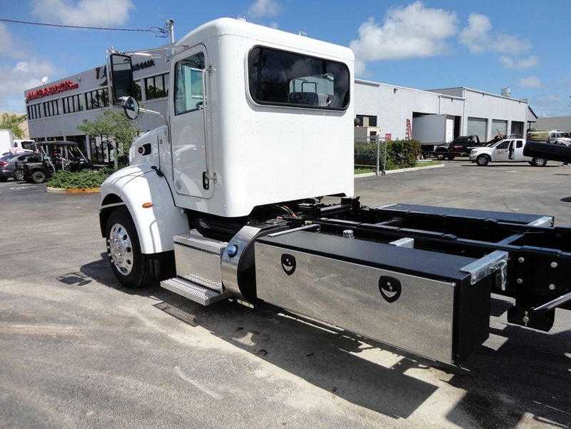 2018 Peterbilt 337 ..AIR BRAKE..AIR RIDE SUS.22SRRD6T-W-LP SHARK ROLLBACK - 16917072 - 4