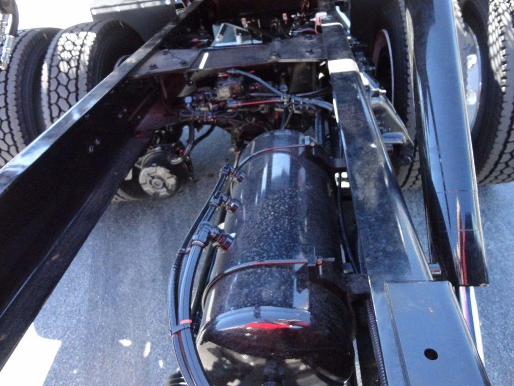 2018 Peterbilt 337 ..AIR BRAKE..AIR RIDE SUS.22SRRD6T-W-LP SHARK ROLLBACK - 17001031 - 25