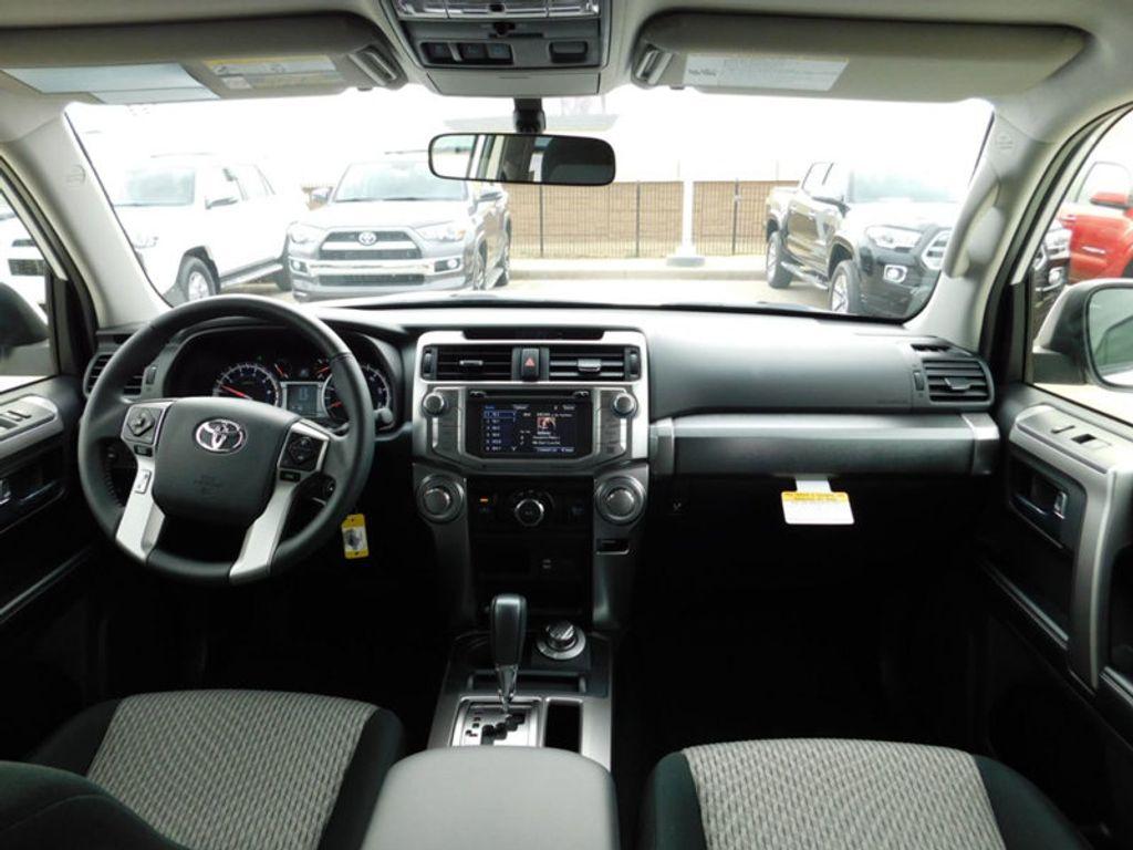 2018 Toyota 4Runner SR5 4WD - 17171651 - 9