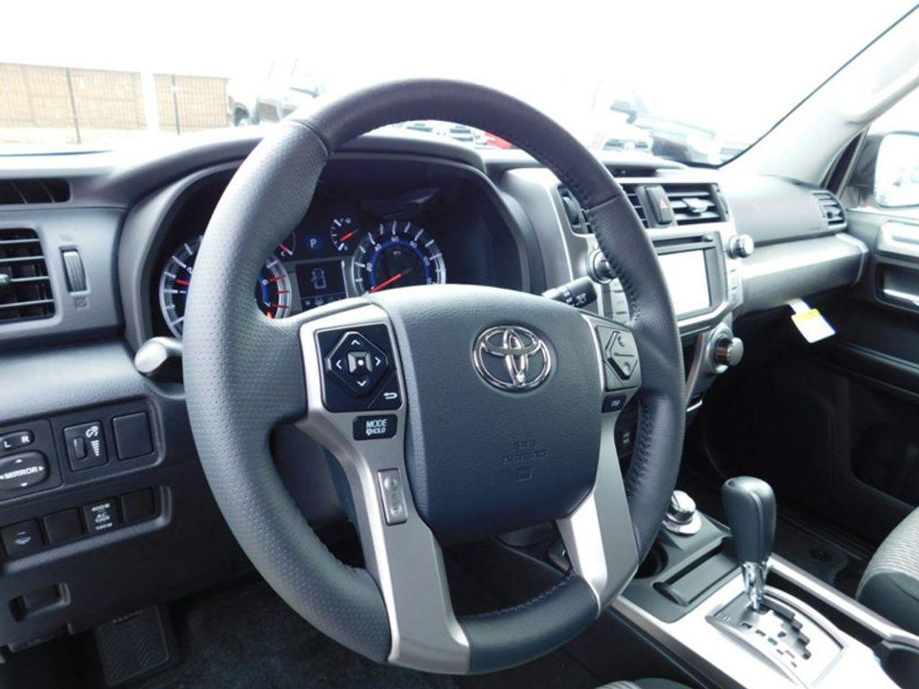 2018 Toyota 4Runner SR5 4WD - 17171651 - 12